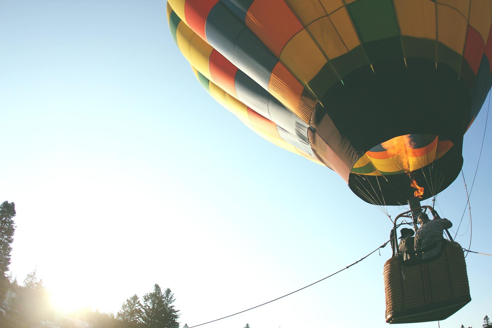 Heißluftballons, der symbolisch für die Befreiung von Erfolgsblockaden steht