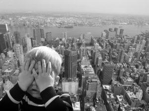 Mit Hilfe von Kinesiologie Kinder-Ängste und Barrieren lösen